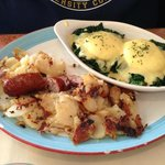 Florentine Benedict with home fries