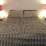 Queen bed & 2 single beds in all rooms