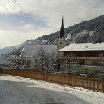 Ortszentrum nit romanischer Kirche
