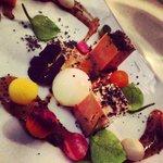 Foie gras de canard confit au sel fumé et ses jeunes légumes croquants au tamarin acidulé