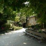 Деревня троглодитов