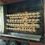 la rôtissoire avec des poulets