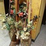 Цветы в коридоре