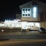 ristorante e albergo di sera