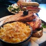 Salmon Sandwich w/ Mac and Cheese