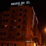 Pacific Hôtel dans la nuit