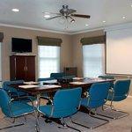 Modern, comfortable meeting room