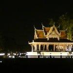 vista dalla barca di un tempio