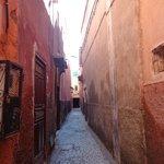 Al fondo del callejón esta el Riad Utopia