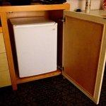 This fridge is soooooo noisy I had to unplug it. At 3am that's annoying!