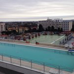 La piscina esterna vista dalla camera