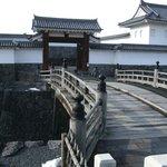 私のお気に入りの「二ノ丸東大手門」の修復は完了。