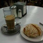 """Café lechero y """"bomba"""" con nata fresca en La parroquia, Veracruz"""