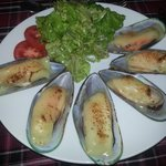Baked Mussels with Cheese