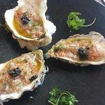 tartare de saumon, huitre et bar