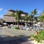 Isla restaurant and pool