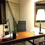 Deluxe Suite (Room 1901) / Desk Area