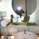 Номер -стекл перегородка- ванная- окно! супер