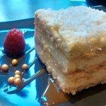 Gorgeous cake, beautifully presented...