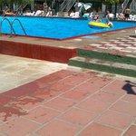 Mismo camino con agua de la piscina (caida asegurada)