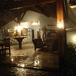 Entrada a la Posada (resguardada de la lluvia)