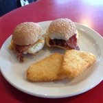 Breakfast sliders with hash browns