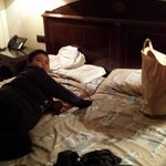 En nuestra habitacion despues de un largo dia de compras por Madrid