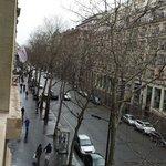 Hermosa vista a la avenida desde mi suite 208 en el Marriot Opera Ambassador Paris