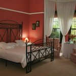 Executive Honeymoon Suite - stunning Colonial room