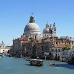 Vista desde el puente a la Gallerie dell'Accademia