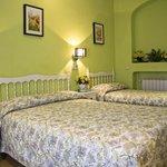 Habitación triple familiar (cama matrimonio e individual)