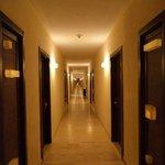 pasillo de mi habitacion a los elevadores