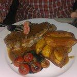 sirloin steak rare, chips & pepper sauce