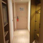 Entrada habitación con armario