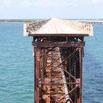 le reste du pont de chemin de fer