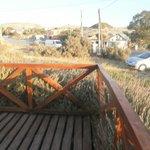 Deck en la zona del frente con jardin de lavandas.