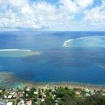 Vista dalla magic mountain della baia di Opunohu