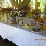 Общий стол на завтраке