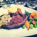 Bavette sauce forestières, gratin dauphinois et petits légumes
