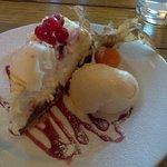 White chocolate, cherry and marshmallow cheesecake