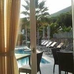 vista della piscina dal ristorante