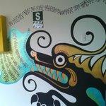 """murales con la historia del nombre """"Mama Simona""""..."""