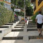 Escada para chegar até a pousada.