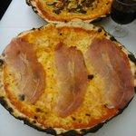 Pizza de Prosciutto y de Verduras. Buenísimas!!!