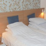 literie tres confortable lits jumeaux