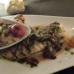Grillade Saint Jacques et poisson du jour avec son Risotto. Excellent.