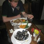 Excellent food...especially the mussels!!