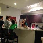 Sala e cozinha super bem equipada