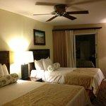 2nd bedroom w/ 2 queen beds