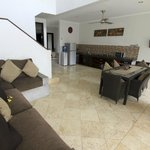 Four Bedroom Villa (Kitchen / Dining)